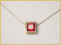 585 Gelbgold, Granat
